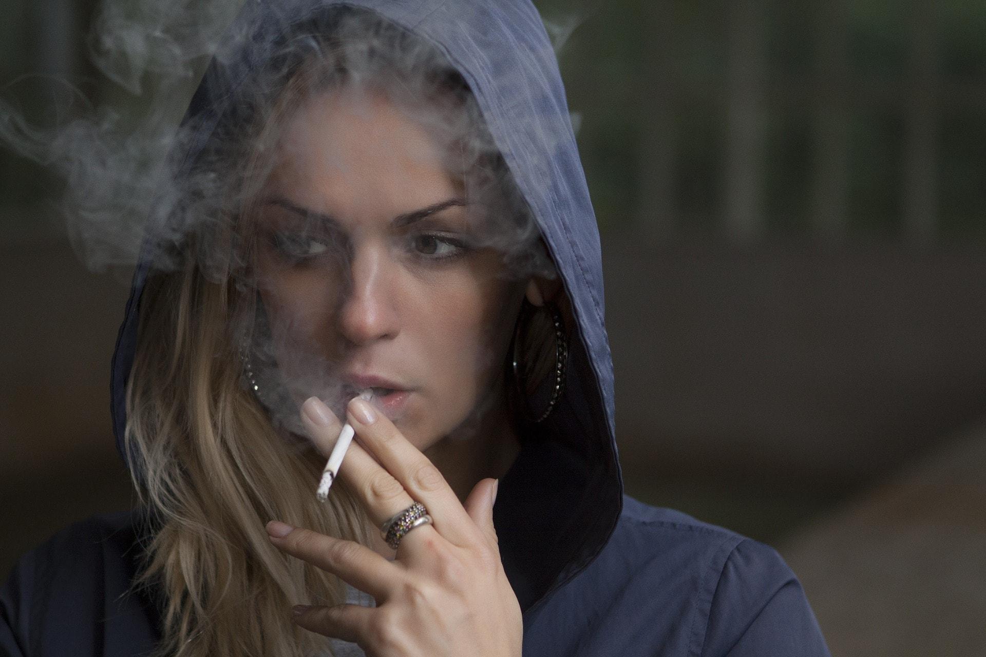 woman-smocking
